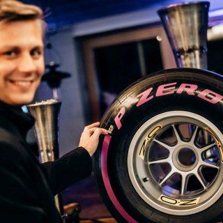 Foto:Matteo Braga from Pirelli with the 2020 BOSS GP tyre - Credit Michael Jurtin